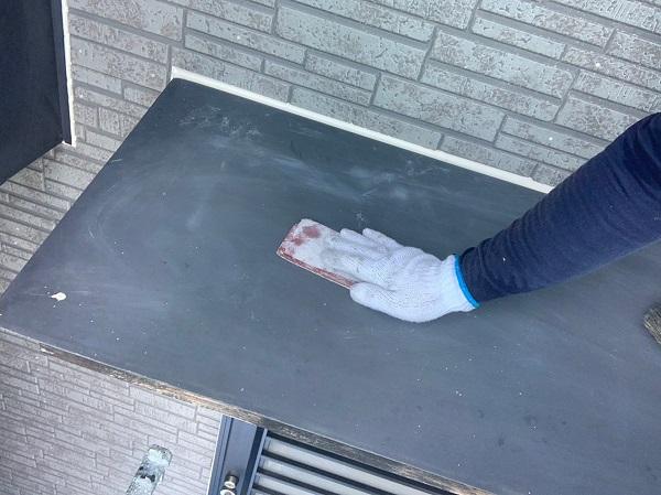 群馬県太田市 屋根・外壁・付帯部塗装工事 雨どい交換 下地処理 ケレン作業 サイディングの継ぎ目 (1)
