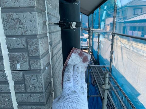 群馬県太田市 屋根・外壁・付帯部塗装工事 雨どい交換 下地処理 ケレン作業 サイディングの継ぎ目 (3)