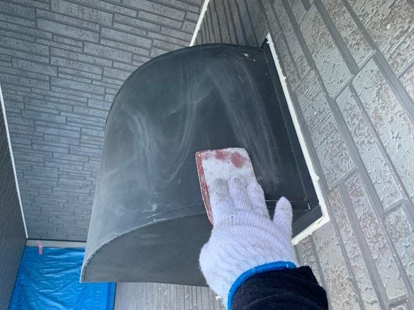 群馬県太田市 屋根・外壁・付帯部塗装工事 雨どい交換 下地処理 ケレン作業 サイディングの継ぎ目 (2)