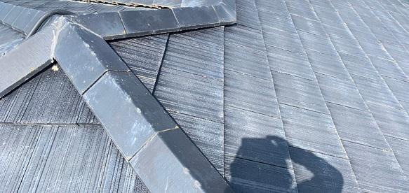 群馬県佐波郡玉村町 O様邸 外壁・屋根・付帯部塗装 屋根の劣化症状 棟板金の剥がれ 屋根材の色褪せ (2)