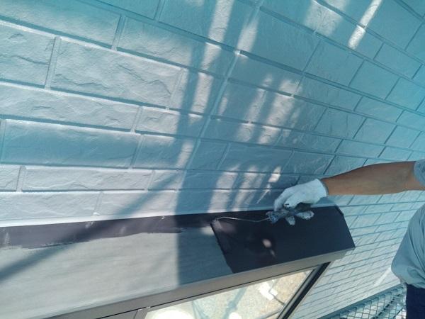 群馬県佐波郡玉村町 O様邸 出窓の屋根部分塗装・水切り塗装 手順 ケレン作業 (2)