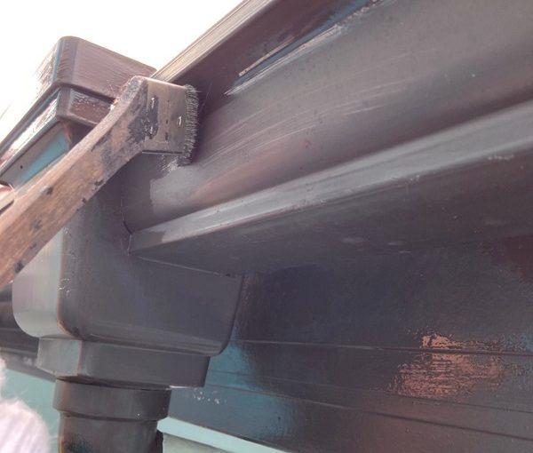 群馬県前橋市 K様邸 外壁リフォーム 雨樋・鼻隠しの塗装 目荒らし 3度塗り (2)