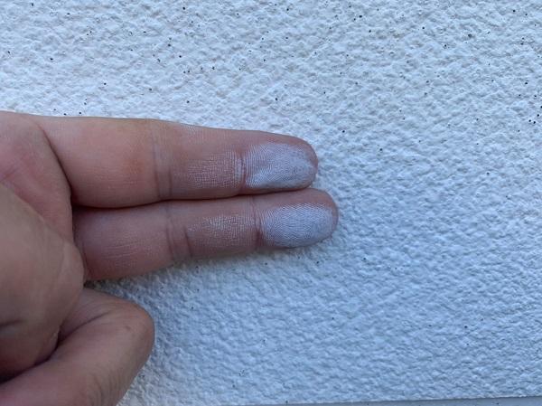 群馬県前橋市 ㈱P様貸店舗 外壁塗装・屋根塗装 施工前の様子② チョーキング現象 シーリング破断、亀裂 (7)