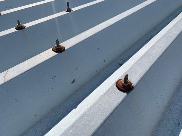 群馬県前橋市 ㈱P様貸店舗 外壁塗装・屋根塗装 施工前の様子③ カビや苔 もらい錆びとは (1)
