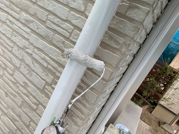 群馬県佐波郡玉村町 K様邸 外壁塗装 雨樋・エアコンホースカバーの塗装 塩化ビニール樹脂の雨樋 (3)