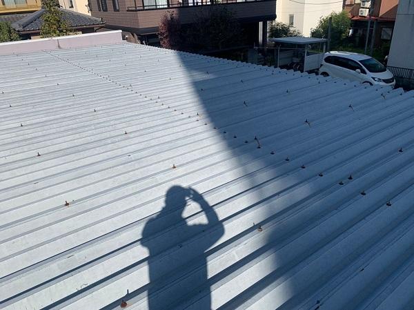 群馬県前橋市 ㈱P様貸店舗 外壁塗装・屋根塗装 施工前の様子③ カビや苔 もらい錆びとは (5)
