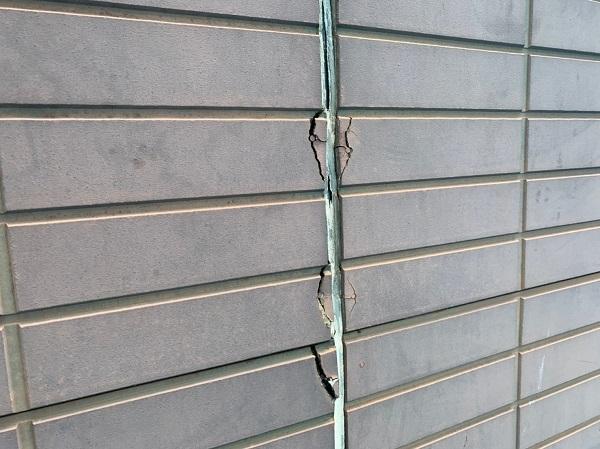 群馬県前橋市 S様邸 屋根塗装・外壁塗装 施工前の状態(外壁) チョーキング現象 シーリング廻りのクラック (2)