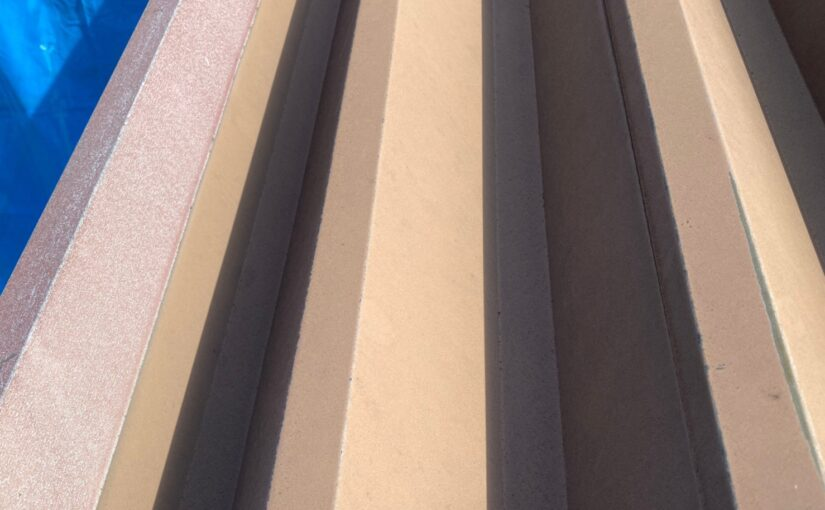 群馬県太田市 Sアパート 外壁塗装・屋根塗装 階段上の屋根塗装 ガイソールーフガードシリコン (3)