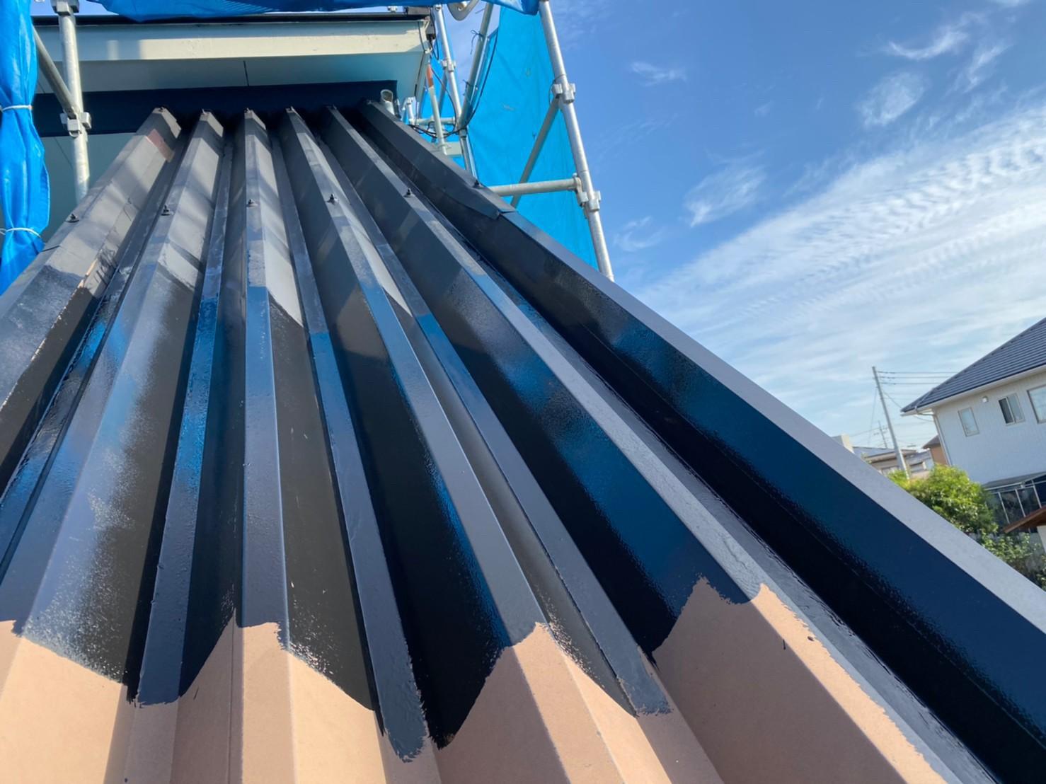 群馬県太田市 Sアパート 外壁塗装・屋根塗装 階段上の屋根塗装 ガイソールーフガードシリコン (2)