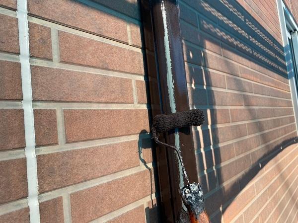 群馬県桐生市 S様邸 外壁塗装・付帯部塗装 エアコンホースカバー・雨樋・下屋と外壁の取り合い板金の塗装 (11)
