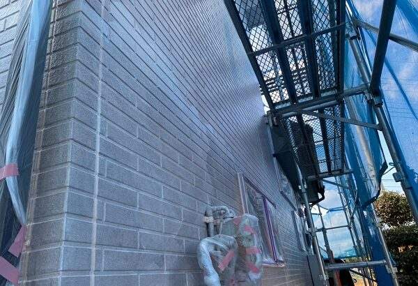 群馬県桐生市 S様邸 外壁塗装・付帯部塗装 外壁下塗り GWカチオンシーラー (4)