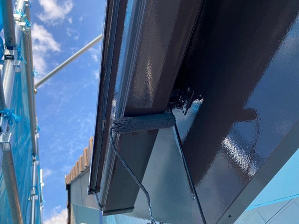 群馬県桐生市 S様邸 外壁塗装・付帯部塗装 エアコンホースカバー・雨樋・下屋と外壁の取り合い板金の塗装 (4)