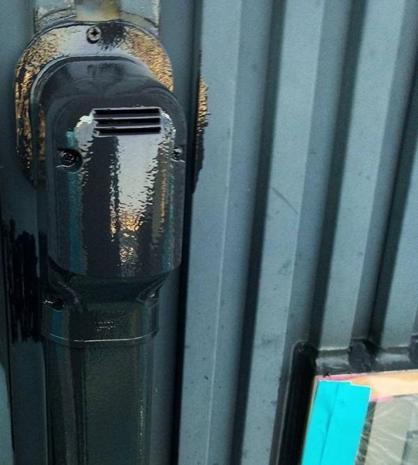 群馬県伊勢崎市 S様邸 外壁塗装・屋根塗装・付帯部塗装 水切り、エアコンホースカバー塗装1 (1)