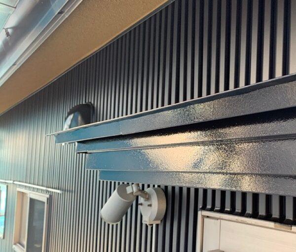群馬県伊勢崎市 S様邸 外壁塗装・屋根塗装・付帯部塗装 霧除け庇塗装、エアコンホースカバー塗装 (1)