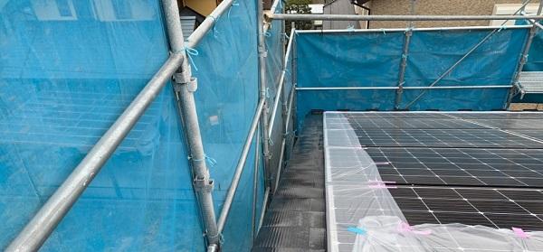群馬県伊勢崎市 S様邸 外壁塗装・屋根塗装・付帯部塗装 ガルバリウム屋根の塗装が必要な理由 下塗り (3)