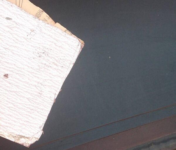 群馬県伊勢崎市 N様邸 屋根塗装 外壁塗装 シャッターボックス、庇塗装 鉄部塗装に重要なケレン作業 (2)