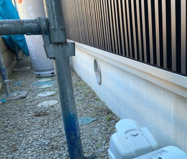群馬県伊勢崎市 S様邸 外壁塗装・屋根塗装・付帯部塗装 水切り、エアコンホースカバー塗装 (5)