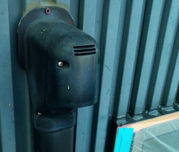 群馬県伊勢崎市 S様邸 外壁塗装・屋根塗装・付帯部塗装 水切り、エアコンホースカバー塗装1 (3)