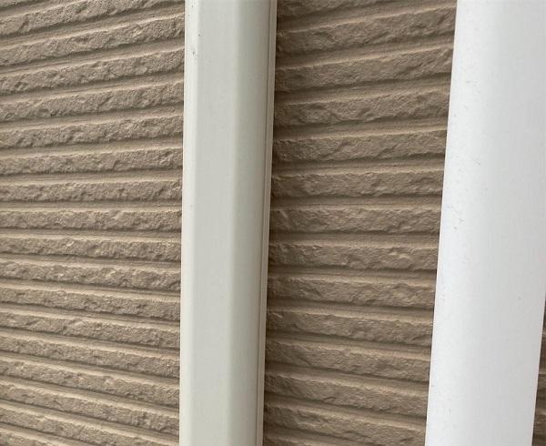 群馬県前橋市 G様邸 外壁塗装・付帯部塗装 エアコンホースカバー、水切りの塗装 (12)