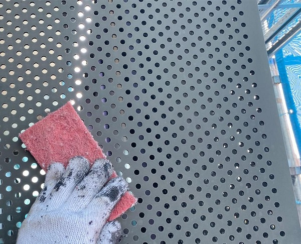 群馬県邑楽郡 アパート 屋根塗装・外壁塗装・付帯部塗装 鉄骨階段、パンチング塗装 集合住宅は外観の美しさも入居の決め手です! (9)