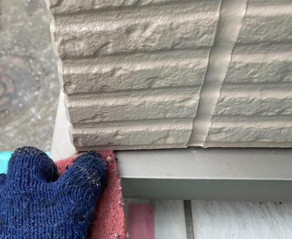 群馬県前橋市 G様邸 外壁塗装・付帯部塗装 エアコンホースカバー、水切りの塗装 (1)