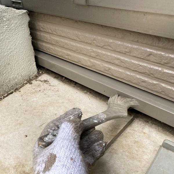 群馬県前橋市 G様邸 外壁塗装・付帯部塗装 エアコンホースカバー、水切りの塗装 (4)