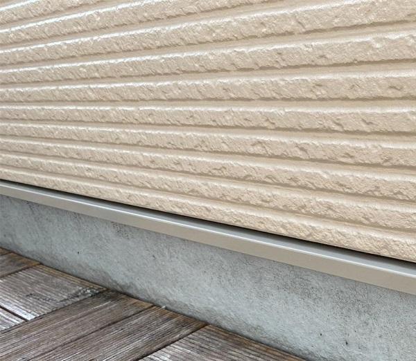 群馬県前橋市 G様邸 外壁塗装・付帯部塗装 エアコンホースカバー、水切りの塗装 (6)