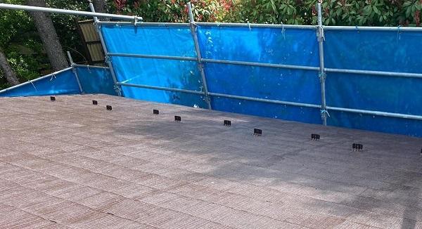 群馬県渋川市 I様邸 屋根塗装・付帯部塗装 タスペーサー01 屋根下塗り (6)