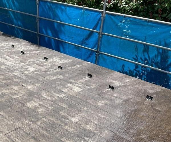 群馬県渋川市 I様邸 屋根塗装・付帯部塗装 タスペーサー01 屋根下塗り (10)