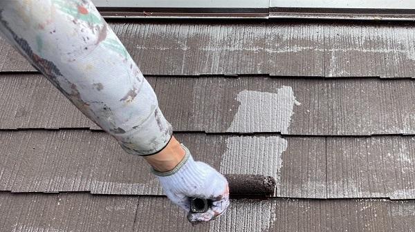 群馬県渋川市 I様邸 屋根塗装・付帯部塗装 タスペーサー01 屋根下塗り (2)